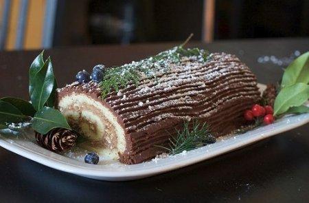 Как приготовить торт - Рождественское полено, видео урок (2013)