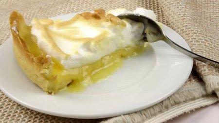 Тарт с лимонным курдом и меренгой (2015)