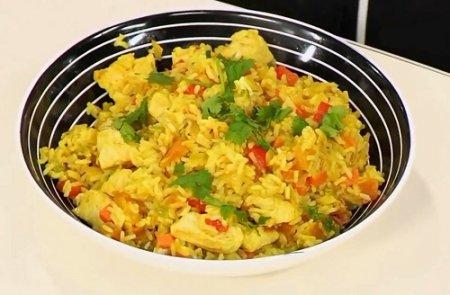 Рис с курицей и разными овощами из серии «Блюда из курицы» (2015)