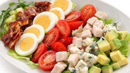 Американский Кобб-салат из серии «Блюда из курицы» (2015)