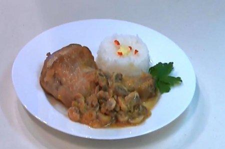 Курица с грибами и луком пореем из серии «Блюда из курицы» (2015)