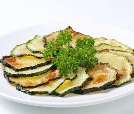 Как приготовить полезные чипсы из разных овощей